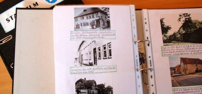 Fotos für das Stadtarchiv übergeben