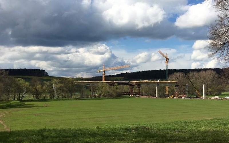 Neue Bundesstraße zwischen Nahwinden und der Bundesautobahn A 71