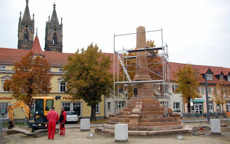 Neoklassizistisches Methfesseldenkmal steht wieder, 131 Jahre nach seiner Einweihung!