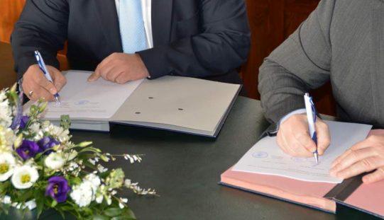 Bürgermeister unterzeichnen Eingliederungsvertrag