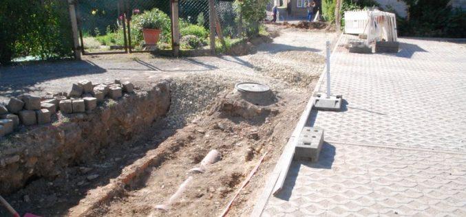 Baumaßnahme Thüringer Netze in der Gasse am Weimarischen Hof