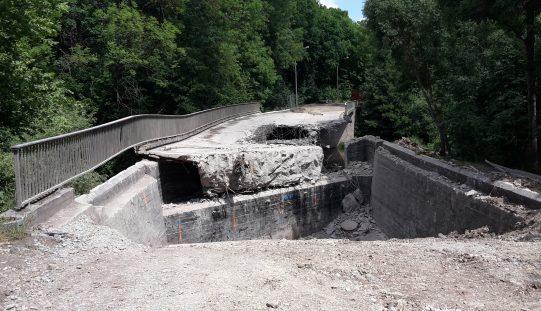 Abriss der Brücke über die Ilm L3087
